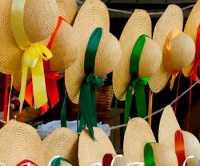 04-williamsburg-straw-hats